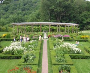 600-Hildene-Gardens-garden