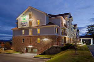 600-Holiday-Inn-Express-White-River-Junction-building