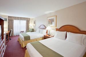 600-Holiday-Inn-Express-White-River-Junction-room