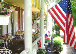 600-Middlebury-Inn-Veranda-Summer (1)