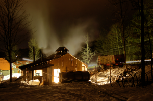 600-Morse-Farm-sugarhouse-at-night