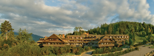 600-Trapp-Family-Lodge-Summer-building