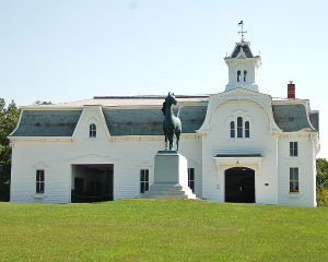 600-UVM-Morgan-Horse-Farm-Barn-with-statue