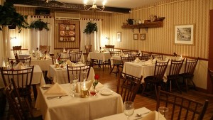 600Echo Lake Inn DiningRoomNightBESTWeb