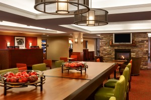 Hampton Inn Burlington - Lobby - Community Table - 833602